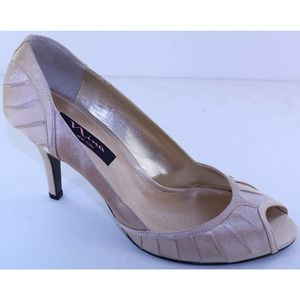 Touch of Nina Gold Satin Evening Shoes Heels 9.5 M